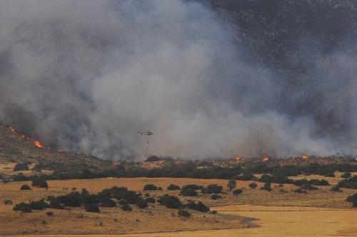 Continúan tratando  de  frenar el fuego en Sierra de la Ventana y se mantiene pedido de precaución al circular por las rutas 72 y 76