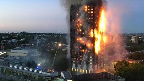 Tragedia en Londres: incendio en un edificio de 27 pisos con víctimas fatales