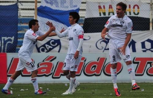 Nacional B - Quilmes con Leo González suma un nuevo triunfo y asciende en la tabla.