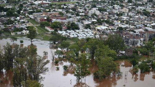 Llueve en Concordia y podría agravarse la situación en las zonas inundadas del Litoral - Aún hay 10 mil evacuados