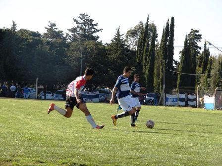 Copa Ciudad de Pigüé - Unión y Argentino juegan su clásico en el Walter Alric.