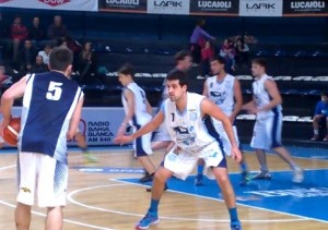 Basquet Bahiense - Victoria de Estudiantes ante Argentino - 8 puntos de Martín Cleppe.