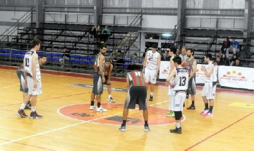 Basquet Tresarroyense - Derrota de Deportivo Sarmiento ante Monte Hermoso - 4 puntos de Damian Palma.