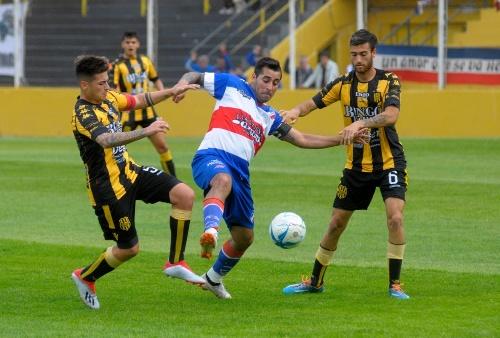Liga del Sur - Nicolás Cabral fue figura en el empate de Olimpo ante Puerto Belgrano.