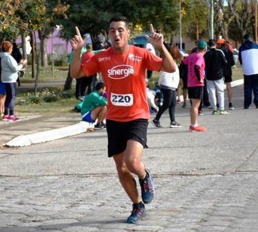 Atletismo - René Velázquez y Karina Parada los pigüenses mas veloces en Puán.