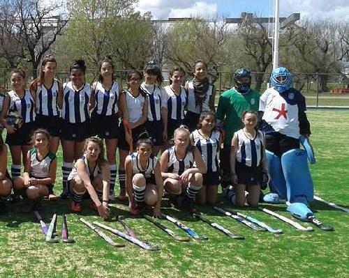 Hockey Femenino - Club Sarmiento derrota en Sexta y empata en Septima como visitante a Atlético Huanguelen.