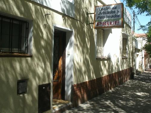 Ganadores del mes del bono contribución y entretenimientos sabatinos en el Centro de Jubilados Pigüé