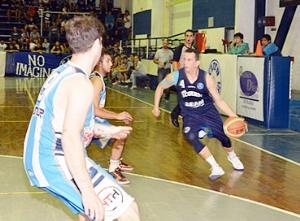 Basquet Provincial - Derrota de Rácing De Chivilcoy con 14 puntos de Di Pietro.