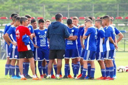 La Sub 15 paraguaya con Gabriel Mercado sigue sus trabajos previos al sudamericano.