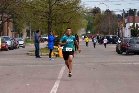 Atletismo - Guaminí - René Velázquez 1° en su categoría y 3° en la general