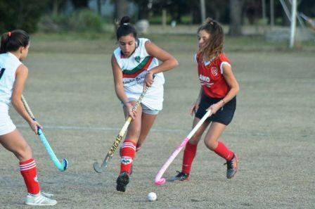 Hockey Femenino - En Sub 14 Alumni se quedó con el clásico pringlense y es lider.