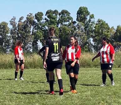 Fútbol Femenino - Las Ranitas golearon en Espartillar y ganaron el 3° Torneo 2018.