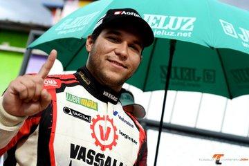 TC - Valentín Aguirre ganó la 2da en San Nicolás y es líder del campeonato.