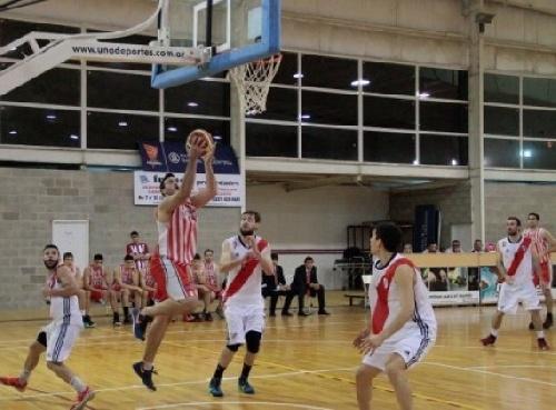 Federal Basquet - Derrota de River ante el puntero Estudiantes - David Fric 9 puntos.