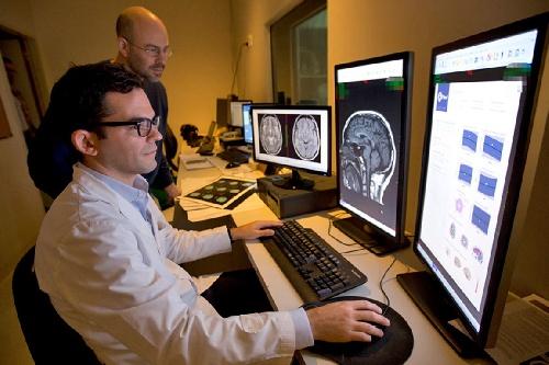 Inteligencia artificial: un software diseñado por dos argentinos que aprende rápido a identificar cuadros neurológicos