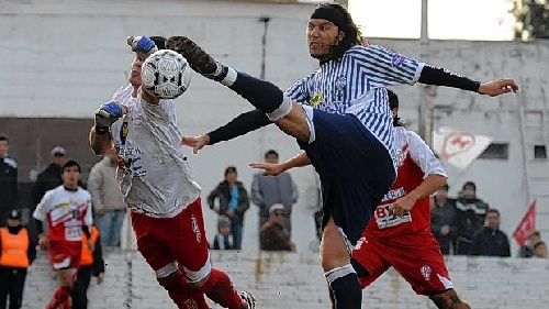 Liga del Sur - Huracán empató con Libertad - Eric Verón presente en el Globo whitense.