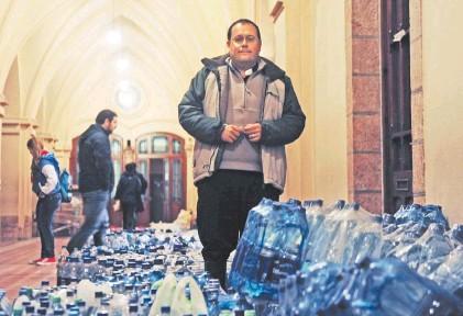 """Padre Di Lullo: """"Ser cura en Luján te convierte en un experto en inundaciones"""""""