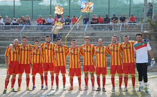 Calcio Serie E - El equipo de Maxi Ginobili, el Isola Capo Rizuto ganó la primer rueda del torneo calabrés.