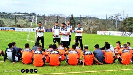 Futbol Paraguayo - El técnico argentino Mario Jara asume en el equipo donde milita Marcos Litre.