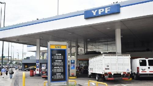 Nuevo aumento de YPF: suben un 4,5% las naftas en todo el país