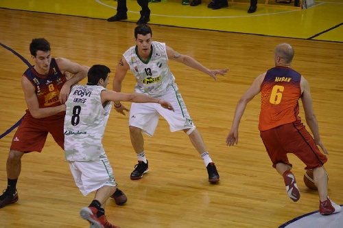 Federal Basquet - Bahiense del Norte con la presencia de Silva cayó en el debut.
