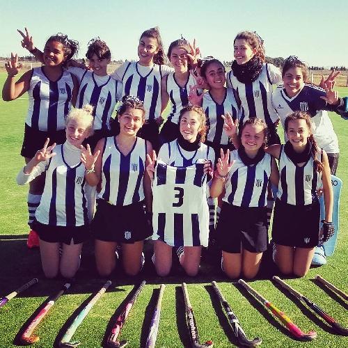 Hockey Femenino - Triunfo de las formativas de Sarmiento en Coronel Suárez.