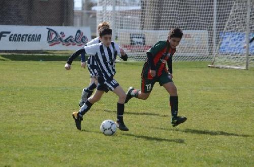 LRF - Inferiores - Sarmiento goleó a Deportivo Sarmiento B en 7ma y es puntero en su grupo.