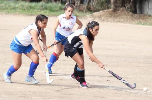 Hockey Femenino - Club Sarmiento en Sub 14 y en Sub 16 visita a Huanguelen en la sexta fecha del Torneo.