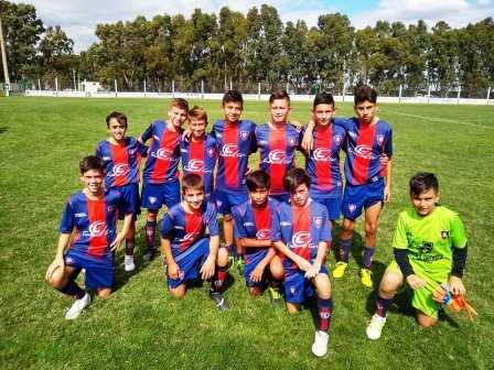 LRF - Inferiores - Peñarol ganó en 6ta y 8va y es lider en esas categorías.