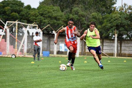 LRF - Unión Pigüé y Peñarol empataron en amistoso.
