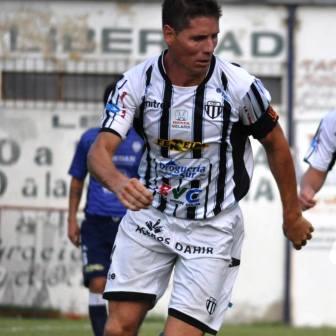 Liga del Sur - Facundo Lagrimal ingresó en el 2° tiempo en la victoria de Liniers.