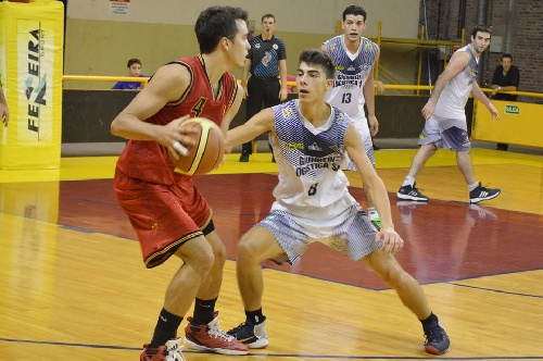 Basquet Bahiense - Trece puntos de Silva para la victoria de Bahiense ante Estudiantes.
