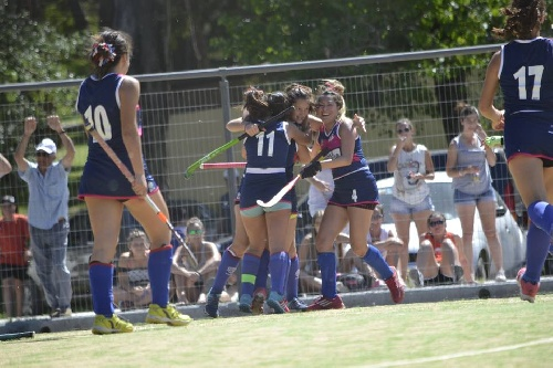 Hockey Femenino - Goleada del Cef 83 ante Rosario Puerto Belgrano en 1ra división.