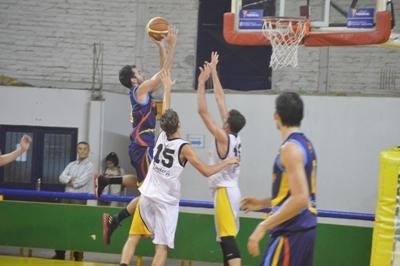 Basquet Bahiense - Silva convirtió 18 puntos para la victoria de Bahiense ante Olimpo.