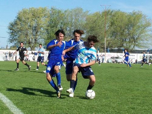 LRF Apertura 1ra División - Rácing de Carhué y Tiro de Puán apuran una de las semifinales en nuestra ciudad.
