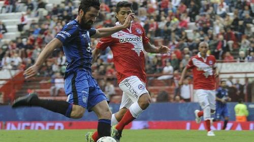 AFA 1ra División - Atlético Tucumán derrota a Argentinos y lidera la tabla.