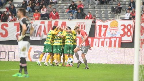 AFA - 1ra División - Defensa derrotó a Estudiantes, Velez ganó y es puntero, Olimpo rescató un punto ante Independiente.