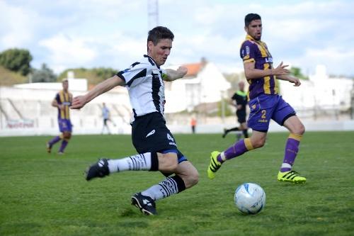 Federal B - Liniers y Tiro Federal igualaron sin hacer goles. Facundo Lagrimal titular en el chivo bahiense.