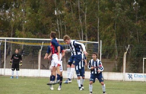 LRF - Sarmiento recibe a Peñarol reeditando el clásico pigüense.