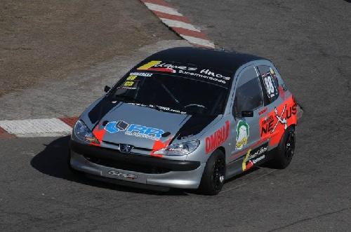 Turismo Pista Clase 3 - Trabajos sobre el Renault Clio de Emiliano Gonzalez.