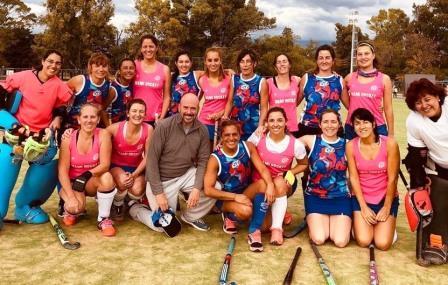 Hockey Femenino - Las Mamis del Cef 83 Rojo celebraron el campeonato.