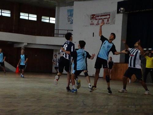 Handball - El Cef 83 y Club Sarmiento participaron de una nueva fecha en Daireaux.