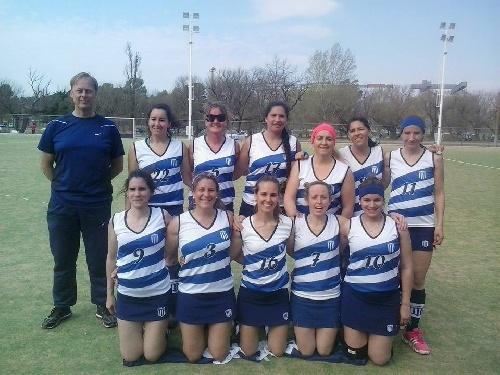 Hockey Femenino - Las mamis del Club Sarmiento victoriosas en sus dos partidos de ayer.